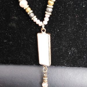 Jewelry - Gold tone w/beads and stones necklace